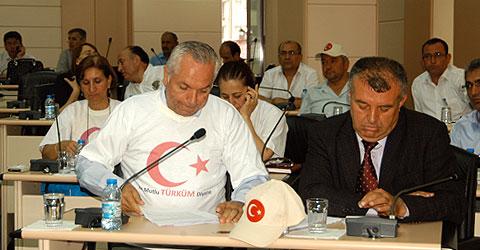 denizli-pamukkale-belediye-meclis-toplantisi-bayrak-protestosu-ic.jjpg