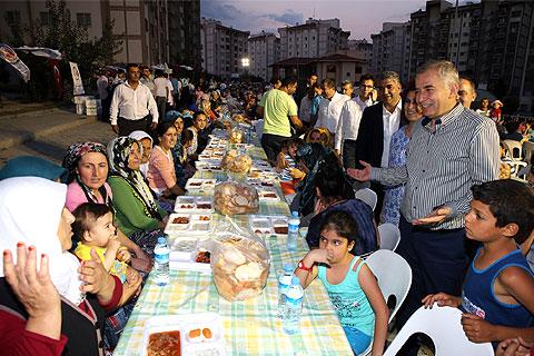 denizli-buyuksehir-belediye-baskani-osman-zolan-toki-iftar-h