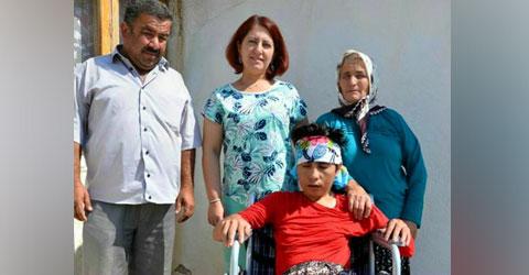 denizli-civril-belediyesi-zeynep-avci-tkerlekli-sandalye-verildi-ic