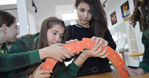 denizli-doga-okullari-ogrencileri-matematik-muzesinde-4