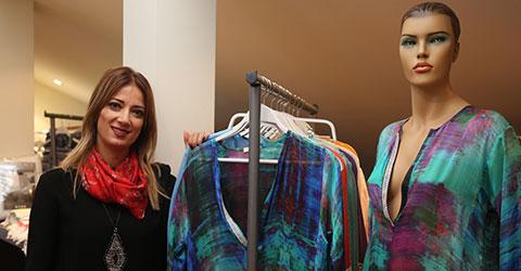 6eadb19bdc4ce Onlarında kendi markaları var ve onlarla bir iş birlikteliği içindeyiz.  Dolayısı ile biz de ev ve plaj giyimi ile markamızı yarattık.